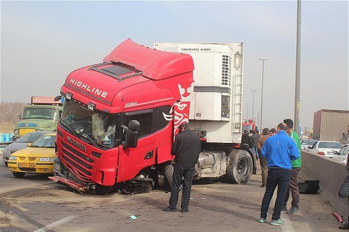 کامیون های ترانزیت؛ تهدیدی جدی برای دانشآموزان سلامی