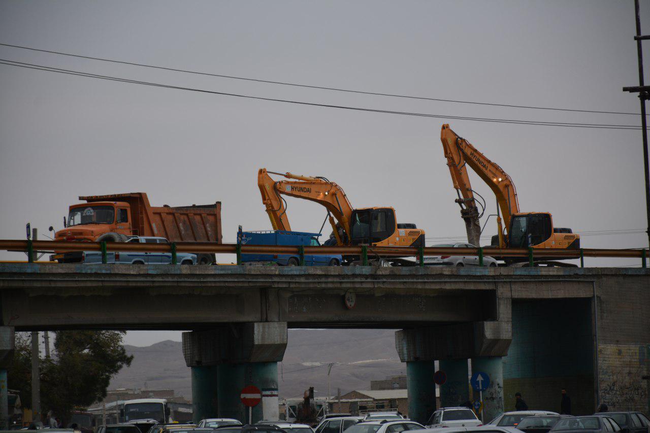 عملیات جمع آوری پل چهار راه خواف در تربت حیدریه آغاز شد