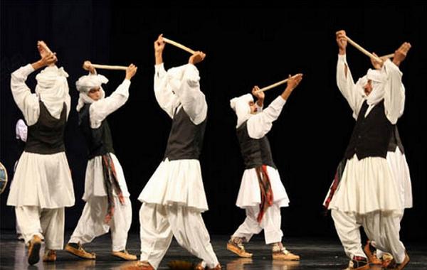 اجرای آواهای محلی؛ رقص آئینی و چوب بازی خوافی