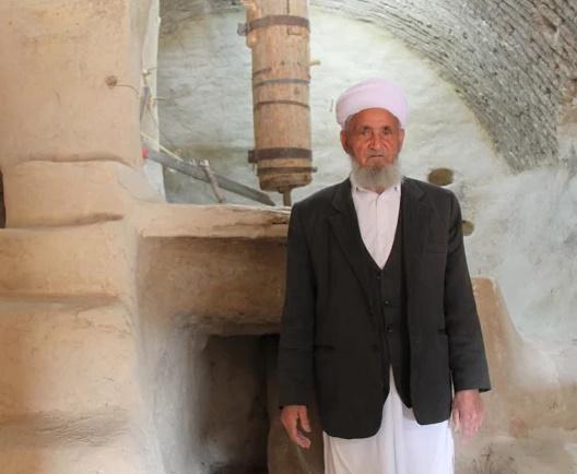 علی محمد اعتباری؛آسیابان خوافی، در فهرست گنجینه های زنده بشری
