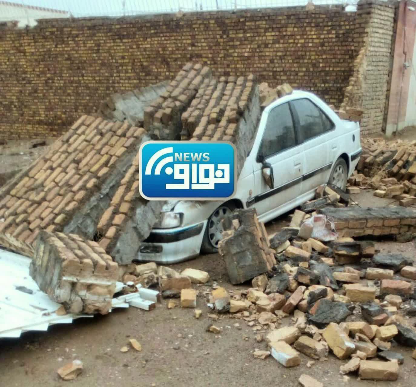 سقوط دیوار بر روی خودرو در خواف