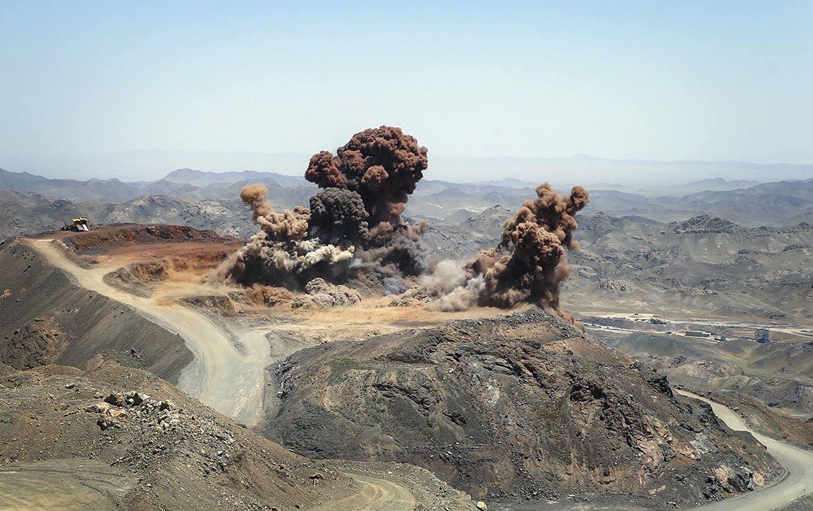 برنامه های سال 98 عسلویه شرق اعلام شد برنامه استخراج 14 میلیون تن سنگ آهن در سنگان طی سال 98