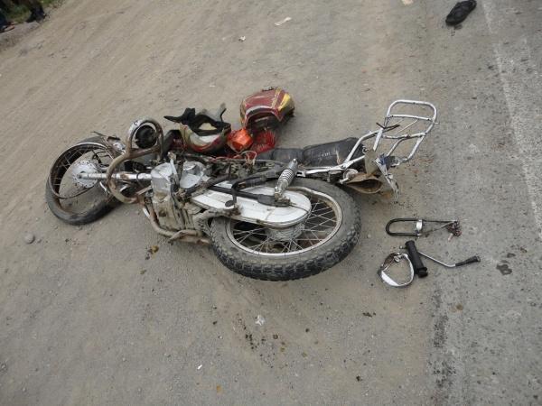 تصادف یک دستگاه موتور سیکلت با تریلی در شهر نشتیفان