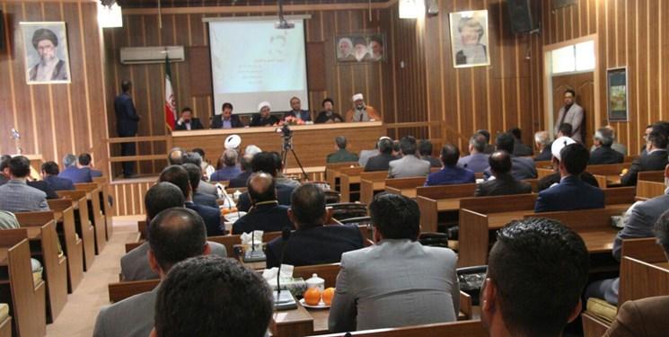 مشاور وزیر و مدیرکل اطلاعات خراسان رضوی گفت: عناصر متخلف، خود را در پشت عناوین قومی و مذهبی مخفی نکنند.