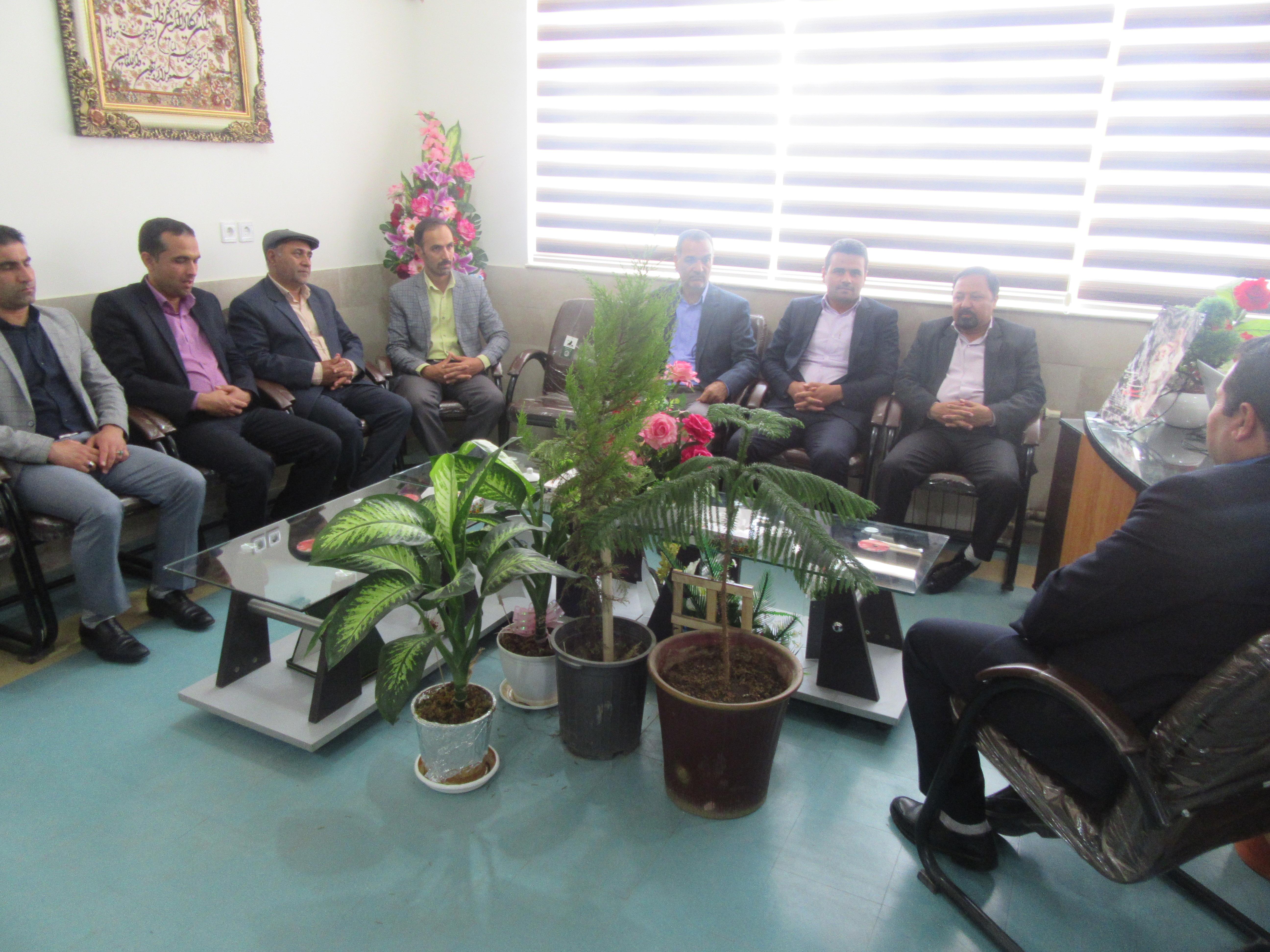 به مناسبت هفته بزرگداشت مقام معلم سرپرست فرمانداری خواف با مدیریت آموزش و پروش شهرستان دیدار نمودند.