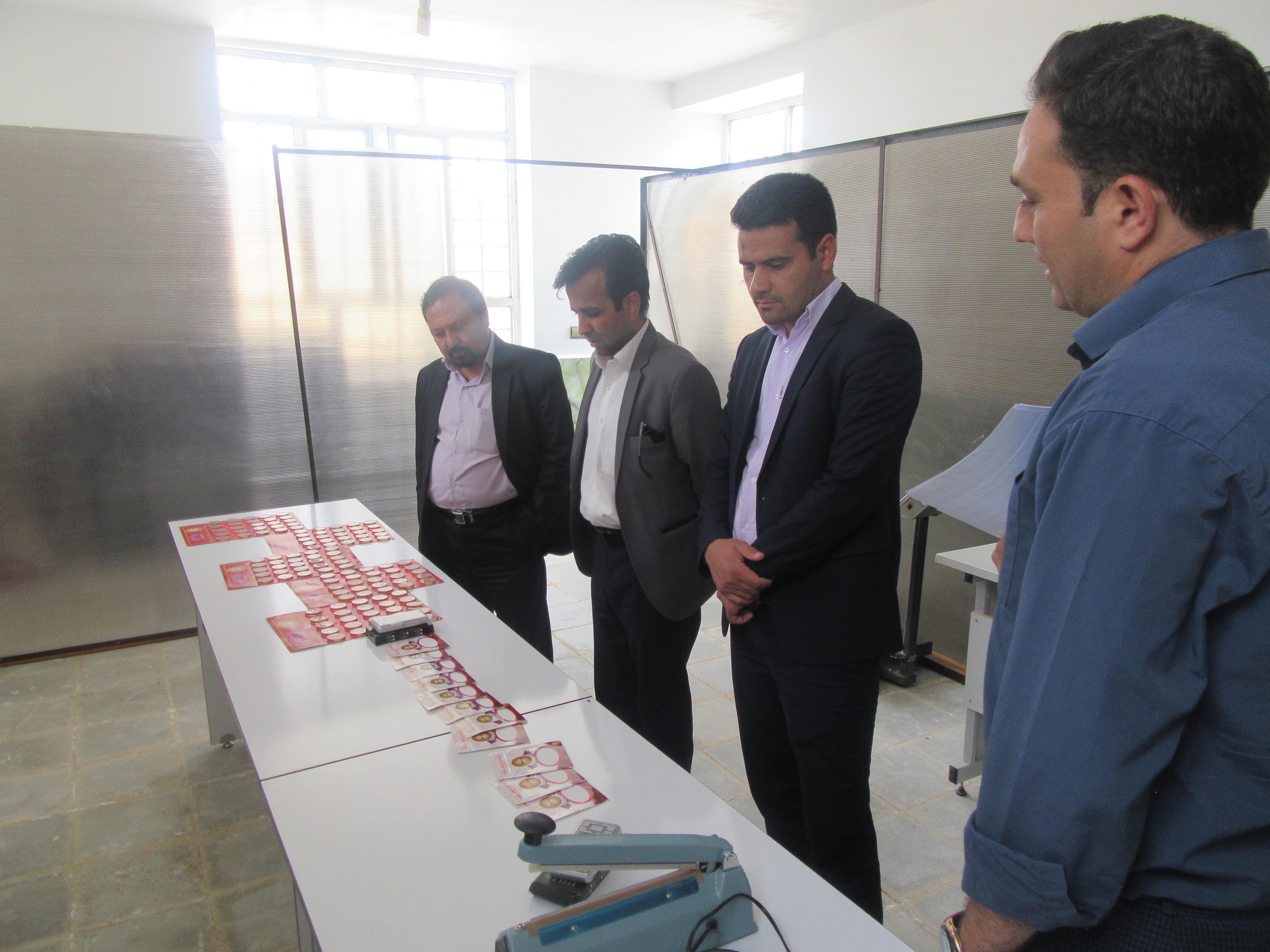در قالب طرح مثلث توسعه اقتصادی از دو طرح کارگاه تولید پوشاک حریر سنگان و شرکت تعاونی بسته بندی زعفران روستای احمد آباد بازدید بعمل آمد.