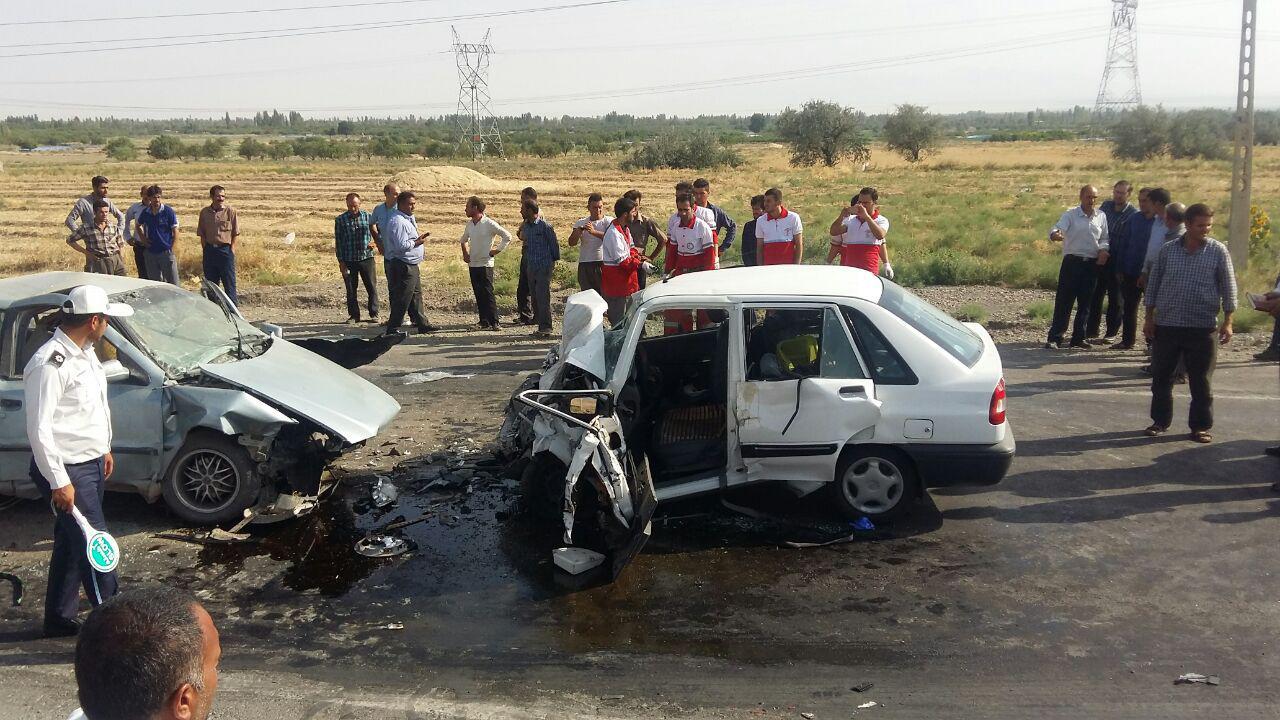 برخورد یکدستگاه خودروی سواری پرایدبا سمند حادثه آفرید.