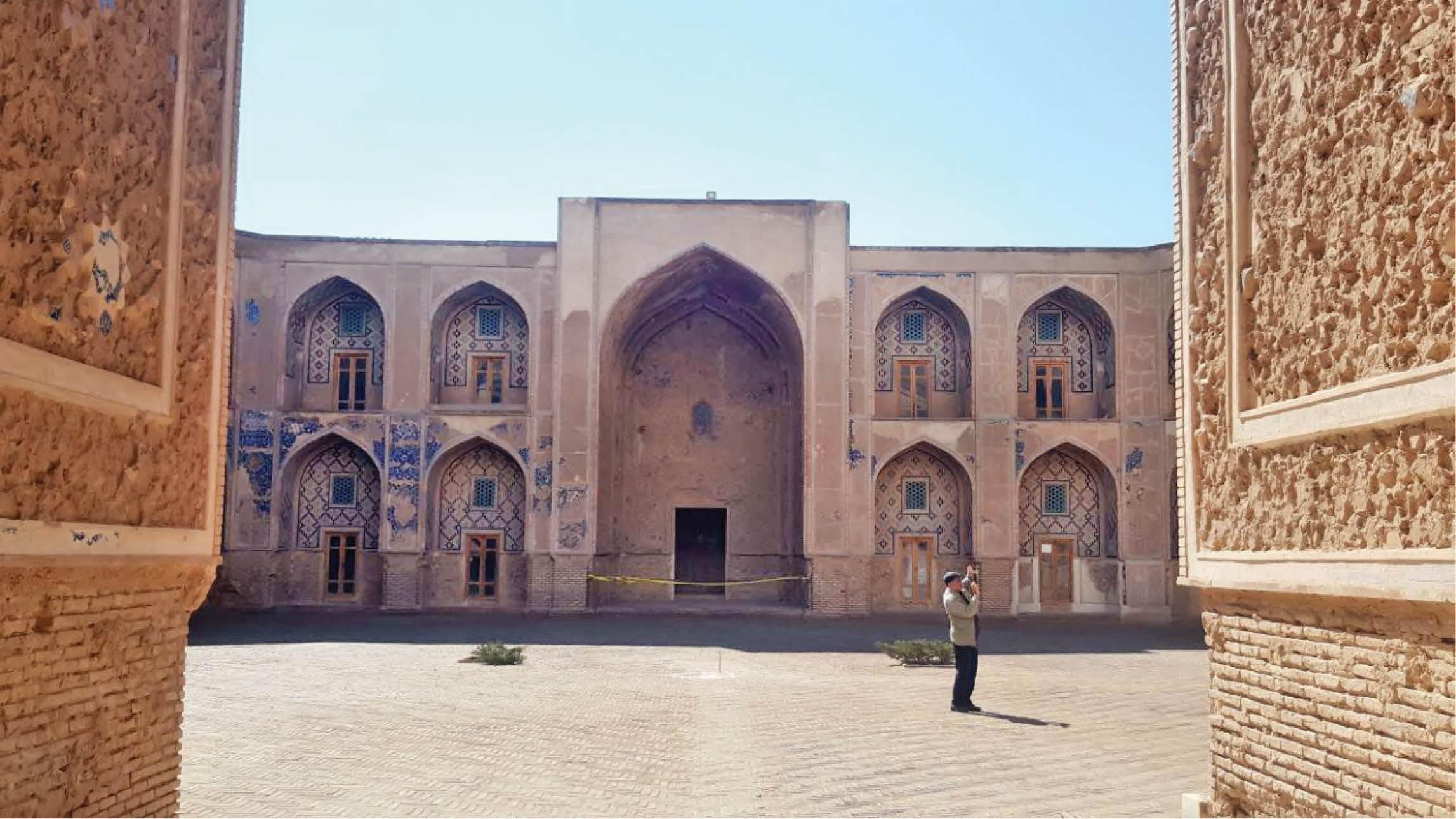 کاشیهای ربودهشده مدرسه غیاثیه سر از موزههای انگلستان و روسیه درآورد
