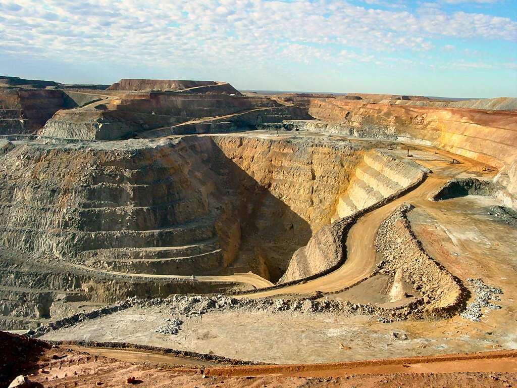 شناسایی 39 محدوده معدنی سنگ آهن در خواف