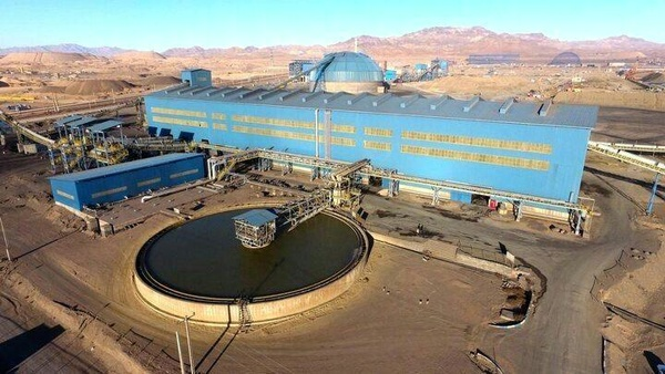 """تولید کنسانتره شرکت توسعه فراگیر سناباد """"سیمیدکو"""" در معدن سنگان خواف از مرز ۱۵۰ هزار تن گذشت"""